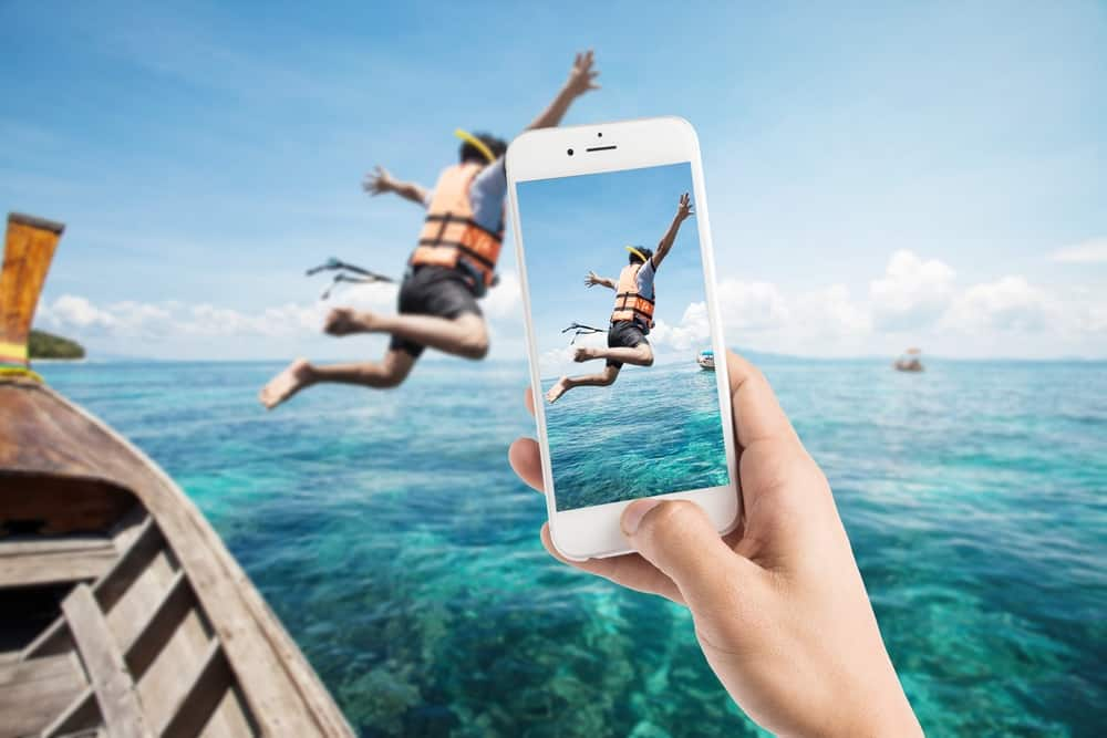 take better pictures, specifically of guest photos - as shown a man jumping out of a boat getting his photo taken.